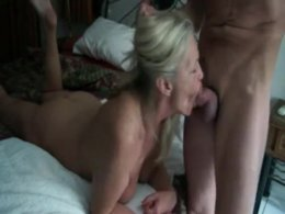 Mature slut gives blowjob to young dude