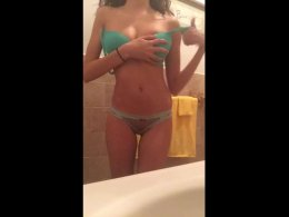 Hottie strips and shows her perfect body on camera