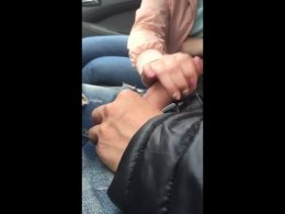 Girlfriend gives me a great handjob in the car