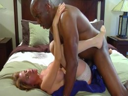 Black stud fucks a white lady to a creampie